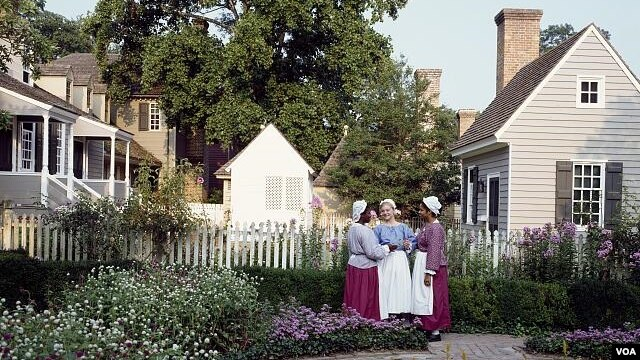 These women are among dozens of characters who depict the inhabitants of Colonial Williamsburg, interacting with visitors as they do so. (Carol M. Highsmith)