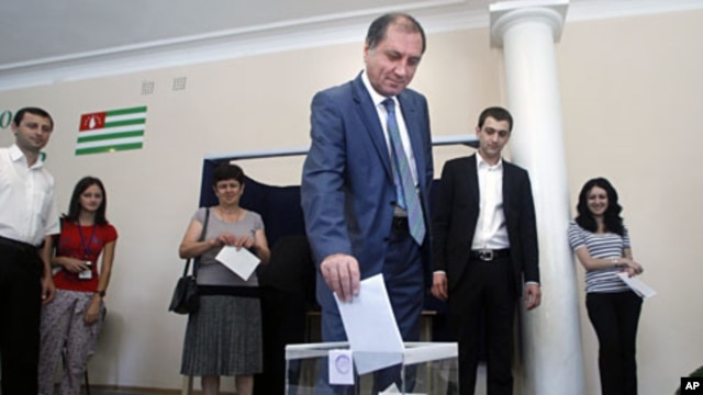 Abkhazian presidential candidate Sergei Shamba casts his ballot at a polling station in Sukhumi, Aug. 26, 2011