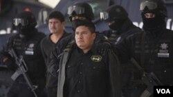 México asegura que no existe colaboración porque se trata de dos tipos de actividades criminales distintas.