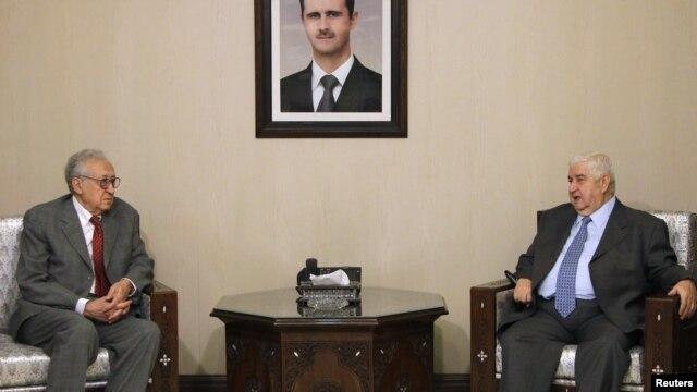 Ministar spoljnih poslova Sirije Valid al-Mualem (desno) i mirovni izaslanik UN i Arapske lige Lakdar Brahimi u Damasku