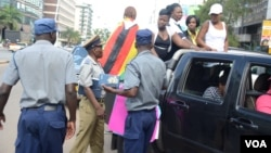 FILE: Police in Zimbabwe block protesters demanding the return of women stranded in Kuwait. (Photo: Mavis Gama)