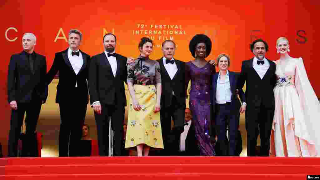 """72 ویں کان فلم فیسٹیول کا افتتاح اس بار فلم """"دی ڈیڈ ڈونٹ ڈائی"""" کے پریمیر شو سے ہوا"""