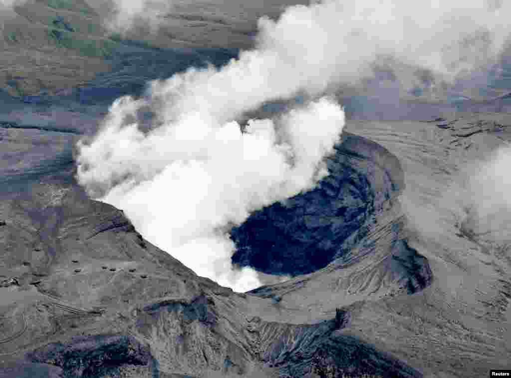 An aerial view shows the eruption of Mount Aso in Aso, Kumamoto prefecture, southwestern Japan, in this photo taken by Kyodo, Oct. 8, 2016.