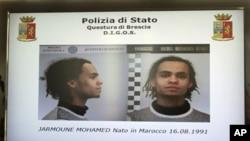 Màn hình cho thấy nghi can Mohamed Jarmoune trong một cuộc họp báo tại trụ sở cảnh sát ở Brescia, Italy, ngày 15/3/2012