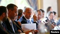 Bộ trưởng Ngoại giao Pháp Laurent Fabius (giữa) tham dự Hội nghị Quốc tế về Hòa bình và An ninh Iraq tại Paris, 15/9/2014.