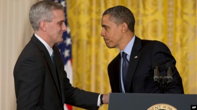 President Barack Obama shakes hands with current Deputy National Security Adviser Denis McDonough after he announced he will name McDonough as his next chief of staff, in the East Room of the White House in Washington, January 25, 2013. (AP)