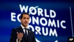 Pemimpin oposisi Venezuela Juan Guaido dalam Forum Ekonomi Dunia di Davos, Swiss, 23 Januari 2020.