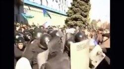 親俄示威者佔據了烏克蘭盧甘斯克安全機關總部