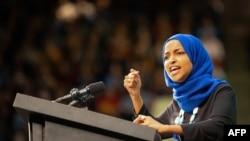 Ilhan Omar, anggota Kongres mewakili Minnesota saat menghadiri kampanye untuk balon capres Demokrat, Senator Bernie Sanders di The Saint Paul River Center, 2 Maret 2020 di Saint Paul.