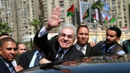 Leftist politician Hamdeen Sabahi (C) waves upon arrival to submit his bid to run in the presidential poll at the election committee office in Cairo, April 19, 2014.