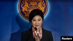 Thủ tướng Thái Lan Yingluck Shinawatra nói chuyện với các phóng viên tại Bangkok, ngày 7/5/2014.