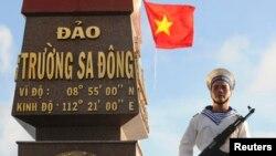 지난 2013년 1월 남중국해 스프래틀리 군도에서 베트남 해군이 경계근무를 서고 있다.