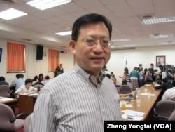 台湾执政党国民党立委吴育昇 (美国之音张永泰拍摄)