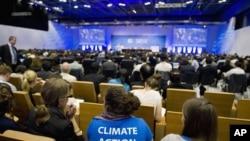 La extensión del acuerdo, que data de 1997, fue adoptada por 194 países en Doha luego de numerosas desavenencias.