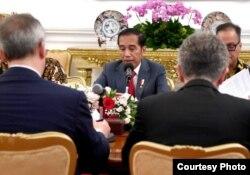 Presiden Joko Widodo melakukan pertemuan dengan delegasi European Union (EU) -ASEAN Bussines Council, di Istana Merdeka, Jakarta, Kamis, 28 November 2019. (Foto: Biro Setpres)