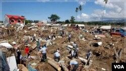 Polisi Filipina dikerahkan untuk mencari korban yang masih hilang di kota Iligan, Filipina selatan (19/12).