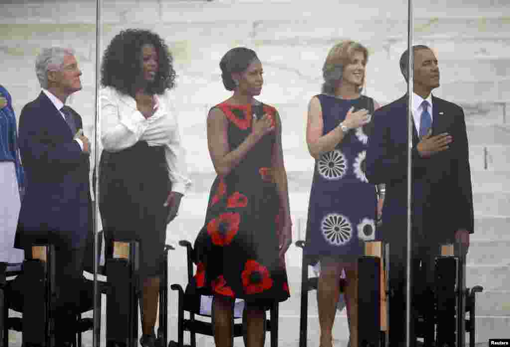 "El ex presidente Bill Clinton, Oprah Winfrey, la primera dama Michelle Obama, Caroline Kennedy, y el presidente Barack Obama participan del 50 aniversario del discurso ""I have a dream"" que Martin Luther King pronunció en Washington."