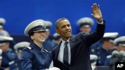 23일 미 공군사관학교 졸업식에서 연설한 바락 오바마 대통령.