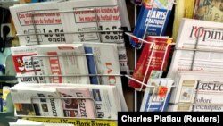 Newspapers and magazines are seen in a kiosk in Paris, France, April 22, 2016. REUTERS/Charles Platiau - RTX2B7GY