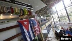 2일 쿠바 아바나에서 열린 국제박람회에 성조기와 쿠바 구기가 나란히 걸려있다. (자료사진)