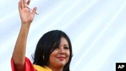 墨西哥城市長莫塔在其就職典禮上,向民眾揮手(2016年1月1日)