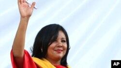 Bà Gisela Mota vẫy chào trong lễ nhậm chức Thị trưởng Temixco, bang Morelos, ngày 1/1/2016. Bà đã bị bắn chết chỉ 1 ngày sau khi nhậm chức.
