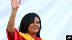 Хисела Мота приветствует собравшихся на ее инагурацию жителей города Темиско. Мексика. 1 января 2016 г.