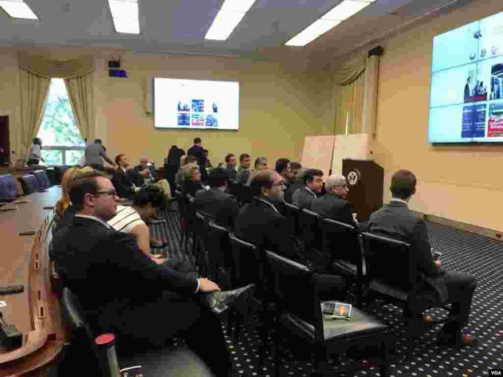 نشست «انتقال دمکراتیک ایران» با حضور تعدادی از ایرانیان مقیم آمریکا و چند تن از اعضای کنگره ایالات متحده، در واشنگتن دی سی در حال برگزاری است.