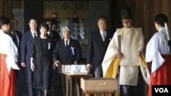 ເຈົ້າໜ້າທີ່ ລັດຖະບານຍີ່ປຸ່ນ ໄປຢ້ຽມຢາມ ສານບັນພະຊົນ Yasukuni