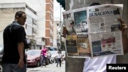 El gobierno venezolano ha recurrido en ocasiones a limitar la compra de papel periódico para intentar silenciar a los medios.
