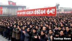14일 평양 김일성광장에서 제3차 지하 핵실험의 성공을 축하하는 '평양군민연환대회'가 열리고 있다.