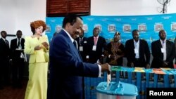 Presidente Paul Biya vota