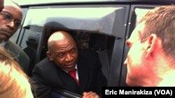 Agathon Rwasa dans sa voiture, 6 aout 2013