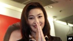총선후 유권자들에게 감사를 표하는 잉락 친나왓