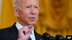 Prezidan Joe Biden ap pale nan Sal Es Mezon Blanch la nan Washington, Mekredi 18 Out, 2021.