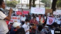 Biểu tình tiếp tục diễn ra ở nhiều nơi trên đất nước Myanmar, 12/2/2021.