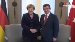 Merkel Sığınmacılar İçin Türkiye'de
