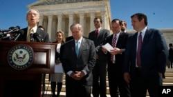 سناتور چارلز گراسلی رئیس کمیته قضایی سنا از رای این کمیته به گورساچ خبر داد.
