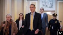 Марк Сэнди на слушаниях в Палате представителей