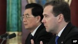中國國家主席胡錦濤訪問莫斯科與俄羅斯總統梅德韋杰夫會面後跟媒體見面