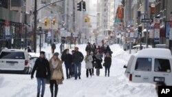 نیویارک میں دسمبر کے اواخر میں ہونے والی شدید برفباری کے بعد کا ایک منظر