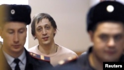 Former Bolshoi Theater dancer Pavel Dmitrichenko arrives for a court hearing in Moscow, Dec. 3, 2013.
