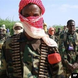 Recently trained Shebab fighters during military exercise in northern Mogadishu's Suqaholaha neighborhood (Jan 2010 file photo)