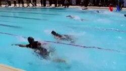 En Irak, des amputés de la guerre nagent contre le handicap (vidéo)