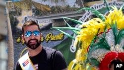 Ricky Martin, gran mariscal del Desfile Nacional del Día de Puerto Rico, mira hacia los espectadores, el domingo 9 de junio de 2019, en Nueva York. Photo: AP.