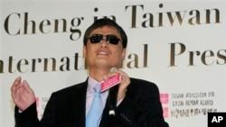 中國盲人維權人士陳光誠2013年6月24日訪問時在台北記者會上講話。