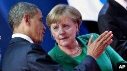美国总统奥巴马和德国总理默克尔11月3日在戛纳举行G20峰会上