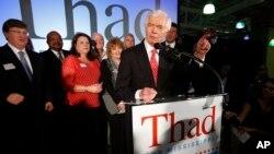 来自美国密西西比州的联邦参议员萨德•科翰6月24日对他的支持者发表胜选讲话