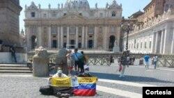 Los dos venezolanos en huelga de hambre en El Vaticano aspiran a que el Papa los reciba.