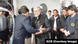 عبدالله عبدالله، رئیس اجراییه حکومت افغانستان حین وداع با ملی پوشان افغان در میدان هوایی حامد کرزی در کابل